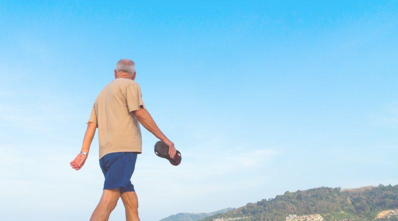 como cuidar da saúde do idoso no verão