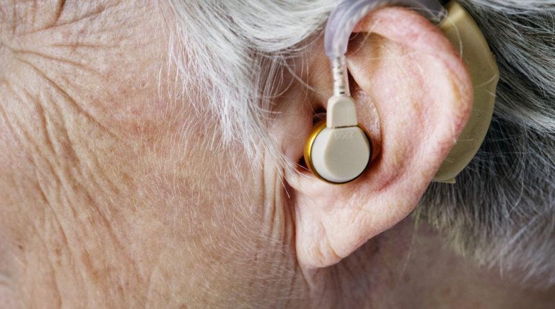 perda de audição de idosos