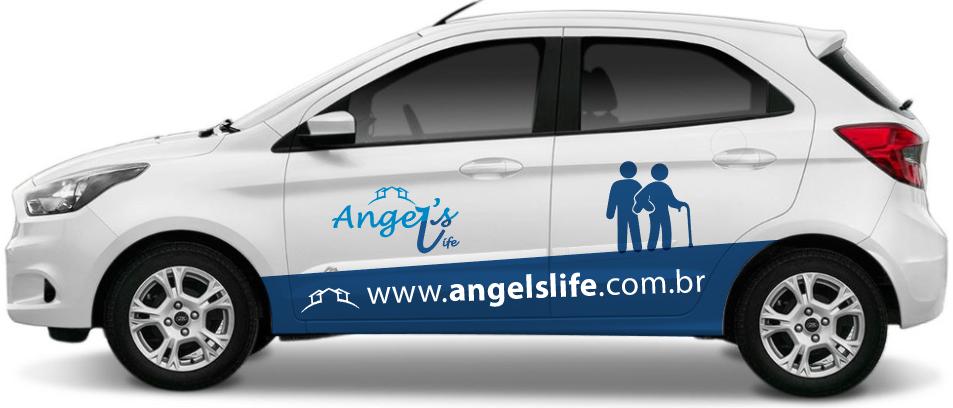 foto de um carro com adesivo da empresa Angels Life